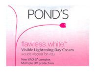 Pond's :Flawless White Visible Lightening Day Cream