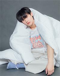 K SEE M : Bearby Nhom-tuay 02 T-shirt - White